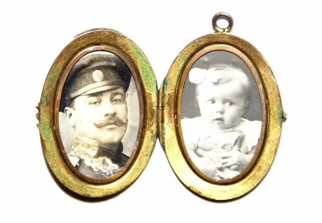 Медальоны с фотографией внутри