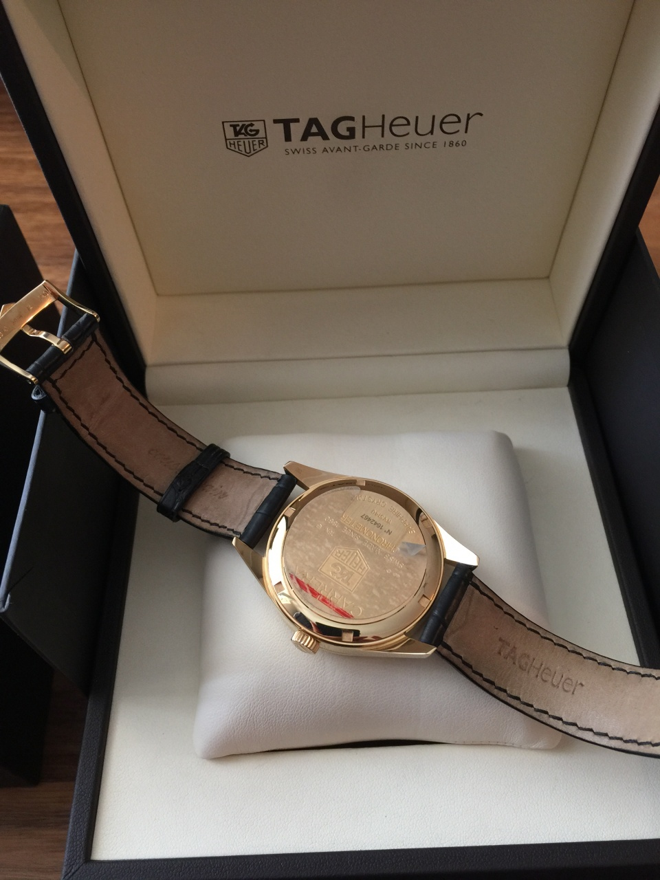 Золотые TAG HEUER CARRERA AUTOMATIC CHRONOMETER GOLD 40MM WV