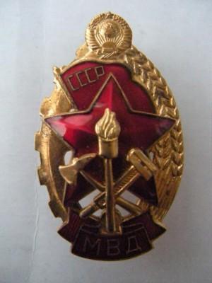 Наг��дн�й знак quotО�ли�ник пожа�ной о��ан� МВД СССРquot 1974 г